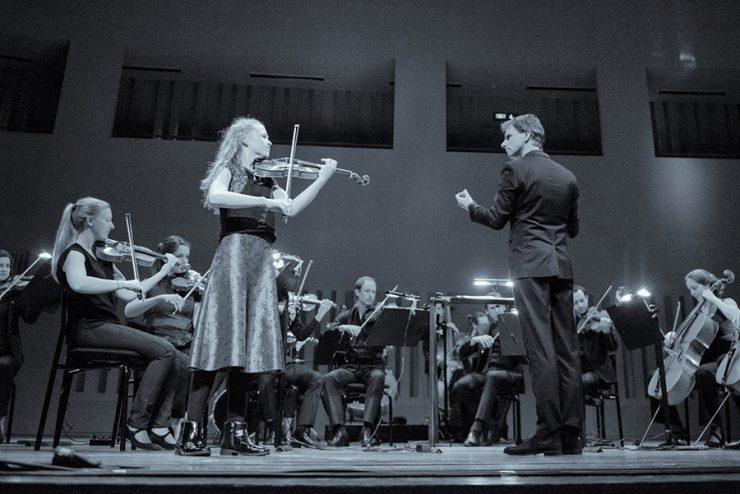 Op 15 april strijden vier jonge Tilburgse solisten om de 'Young Classical Talent Award' (YCTA). Het concert wordt live uitgezonden op de Facebookpagina's van Kamerata Zuid en Omroep Tilburg.