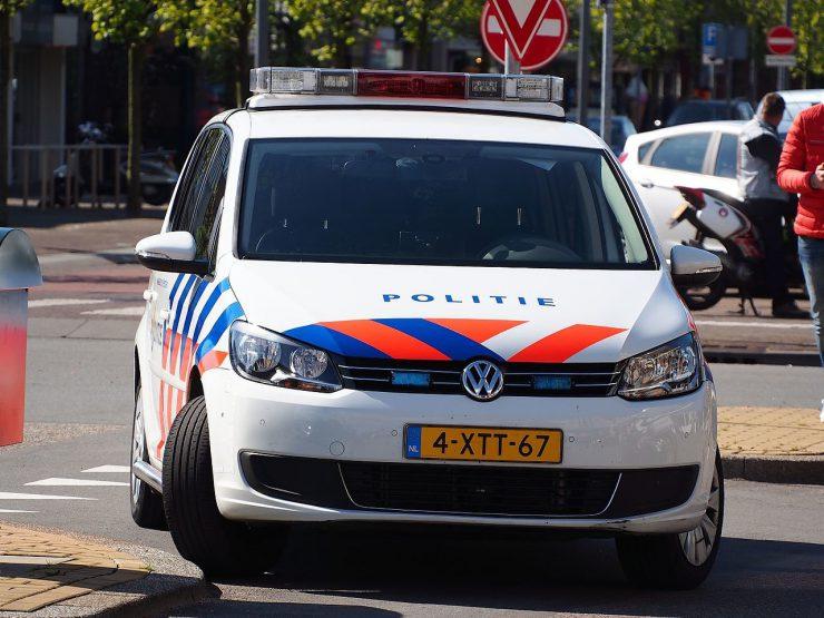 De politie hield 30 maart twee mannen uit Tilburg aan op verdenking van betrokkenheid bij een beroving, waarbij een man werd beroofd van zijn auto.