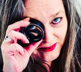 Een geval apart noemt ze zichzelf en daarvan lijkt de foto waarmee ze de titel Stadsfotograaf 2021 in de wacht sleept zeker te getuigen.