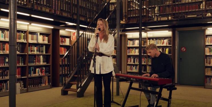 Anouk Vrakking en Marten Oosterhaven, studenten van de Rockacademie, hebben speciaal voor de medewerkers van het Catharina Ziekenhuis een nummer geschreven: 'Dat jij er voor me was'.