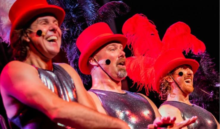 De Ashton Brothers ontwikkelden een avondje uit met een bonte mix van muziek, acrobatiek en 'regelrechte' tovenarij: A Medicine Show.