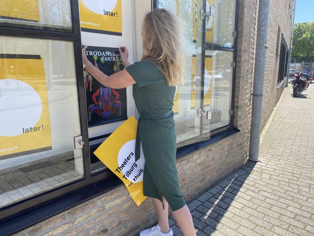 De 'Theaters Tilburg is thuis' posters kunnen worden vervangen
