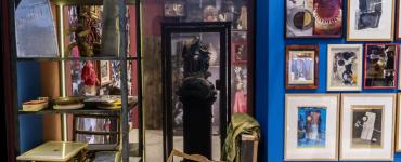 Wunderkammer in de LocHal belooft een kijk te geven in het 'verzameluniversum' en de manier van werken van drie Tilburgse kunstenaars.