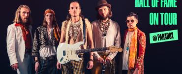 De Hall of Fame is wegens een verbouwing een samenwerking aangegaan met Paradox, dus klinken daar live de exotische, swingende klanken van de band Komodo.