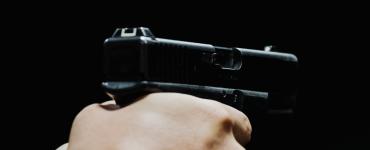 De eigenaar en een medewerker van een telefoonwinkel aan de Piusstraat werden onlangs het slachtoffer van een gewapende overval.