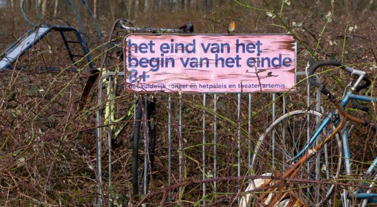 Op 2 september vieren Theater Artemis en Het Zuidelijk Toneel hun Nederlandse première van de voorstelling 'Het eind van het begin van het einde' bij Theaters Tilburg.