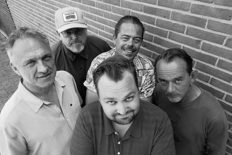 In 2019 brachten Tim Knol & Blue Grass Boogiemen samen hun eerste plaat uit. Live spelen ze, ook bij Paradox, vooral eigen nummers.