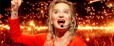 MartineSandifort zegt dat ze al duizendenmensen naar de kloteheeft gecoacht. Wil jij dat ook? Dat kan dan in de studio van Schouwburg Concertzaal Tilburg.